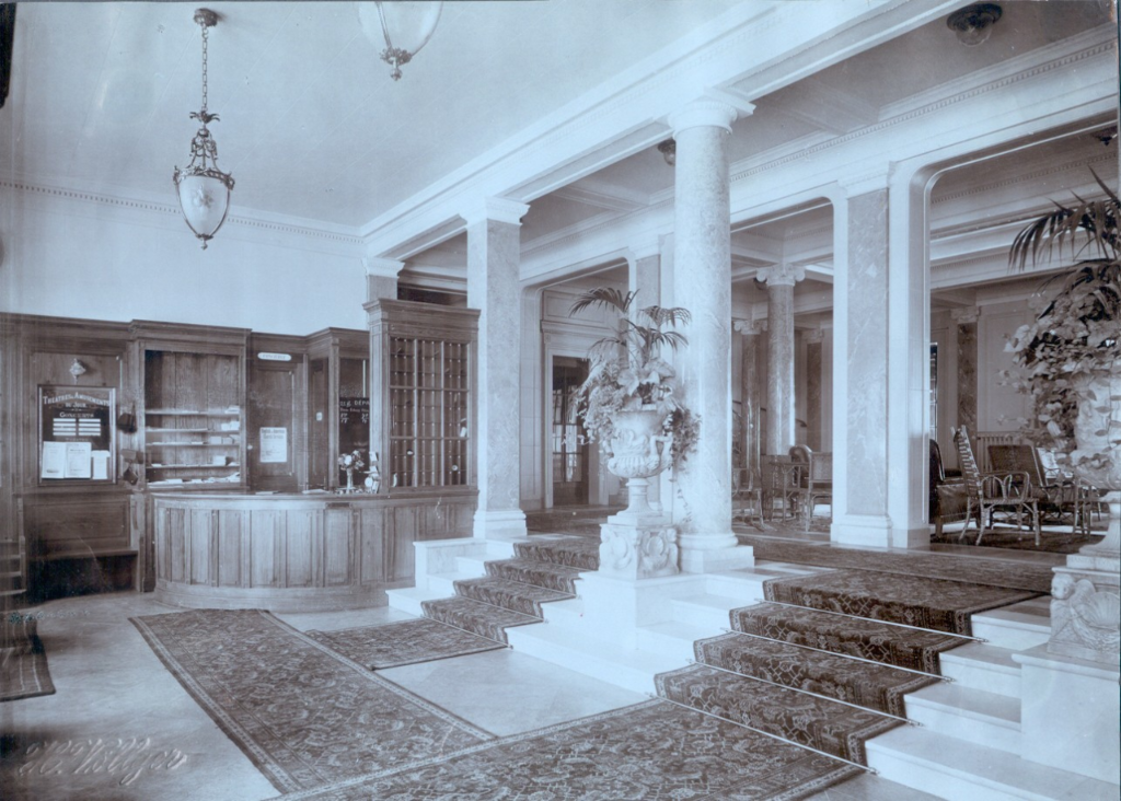 Bernerhof entrance hall, former times
